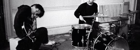 Thom Yorke & Jonny Greenwood of Radiohead Playing No Surprises – KROQ Radio (2003)
